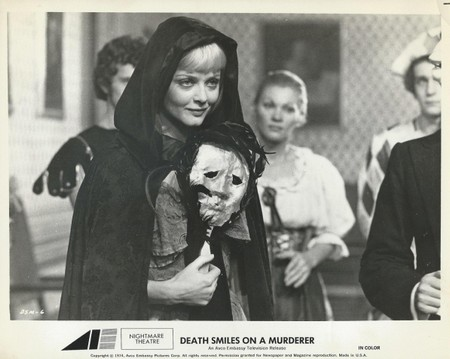 La morte ha sorriso al suo assassino lobby card 1