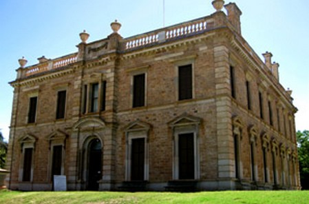 Picnic a Hanging rock -Location Appleyard Girls' School' Martindale Hall, Manoora Road, Martindale