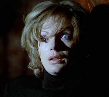 Gli occhi azzurri della bambola rotta foto 9