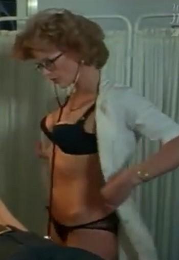 La dottoressa sotto il lenzuolo foto 3