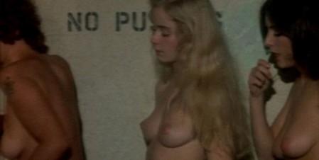 Femmine in gabbia 2
