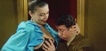 L'onorevole con l'amante sotto il letto 15