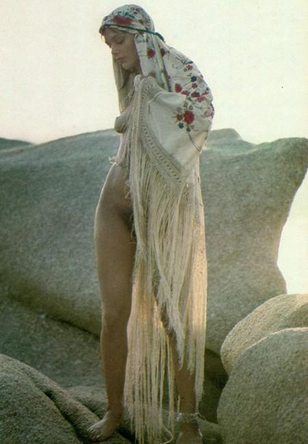 Tina Aumont 1 Foto