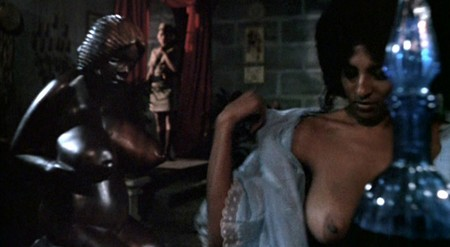 Pam Grier Women in cage 0