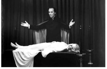 I satanici riti di Dracula Christopher Lee 2