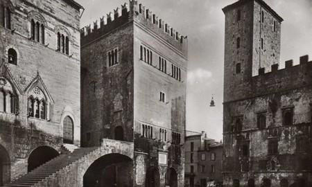 Per grazia ricevuta location piazza Vittorio Emanuele di Todi 2