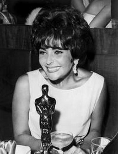 7 Elizabeth Taylor – Venere in visone1961