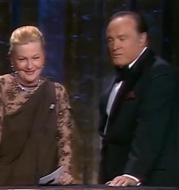 Barbara Stanwick e Bob Hope presentatori