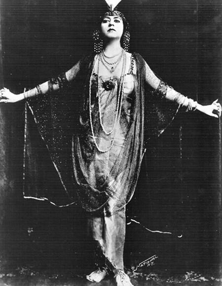 3-1 Helen Gardner in Cleopatra