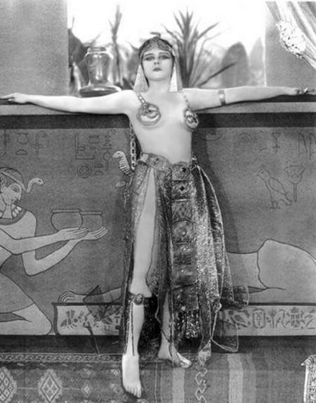 3-2 Theda Bara in Cleopatra 1917