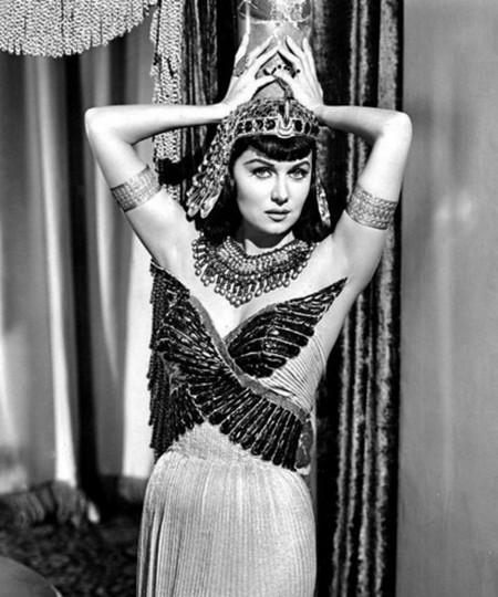 3-5 Rhonda Fleming Gli amori di Cleopatra 1953