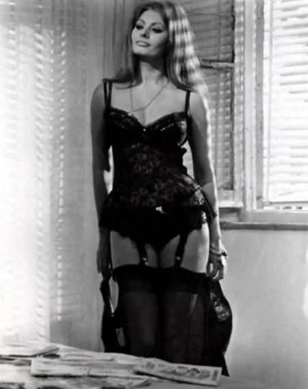 3 Sofia Loren Ieri, oggi, domani
