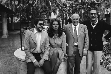 4 Nino Manfredi con Ettore Scola, Sophia Loren, Carlo Ponti,