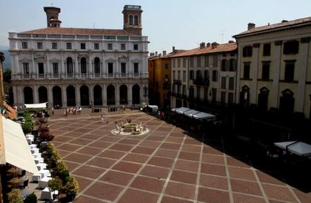 Nessuno è perfetto location 1 Piazza vecchia Bergamo