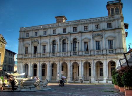 Nessuno è perfetto location  Biblioteca Civica cittadina A.Mai