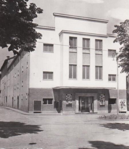 Cine Teatro Farnese Borgo val di taro