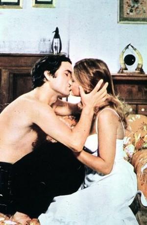 amore-mio-spogliati-che-poi-ti-spiego-foto-1